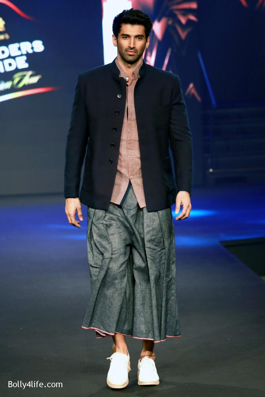 Aditya-Roy-Kapur-walks-on-ramp-for-designer-Rajesh-Pratap-Singhs-show-during-the-Blenders-Pride-Fashion-Tour-2016-11.jpg