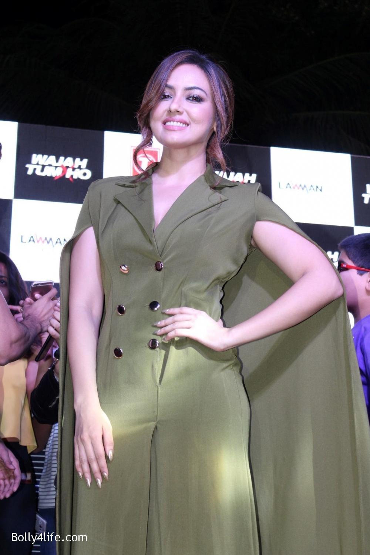 Sana-Khan-during-the-promotion-of-film-Wajah-Tum-Ho-1.jpg