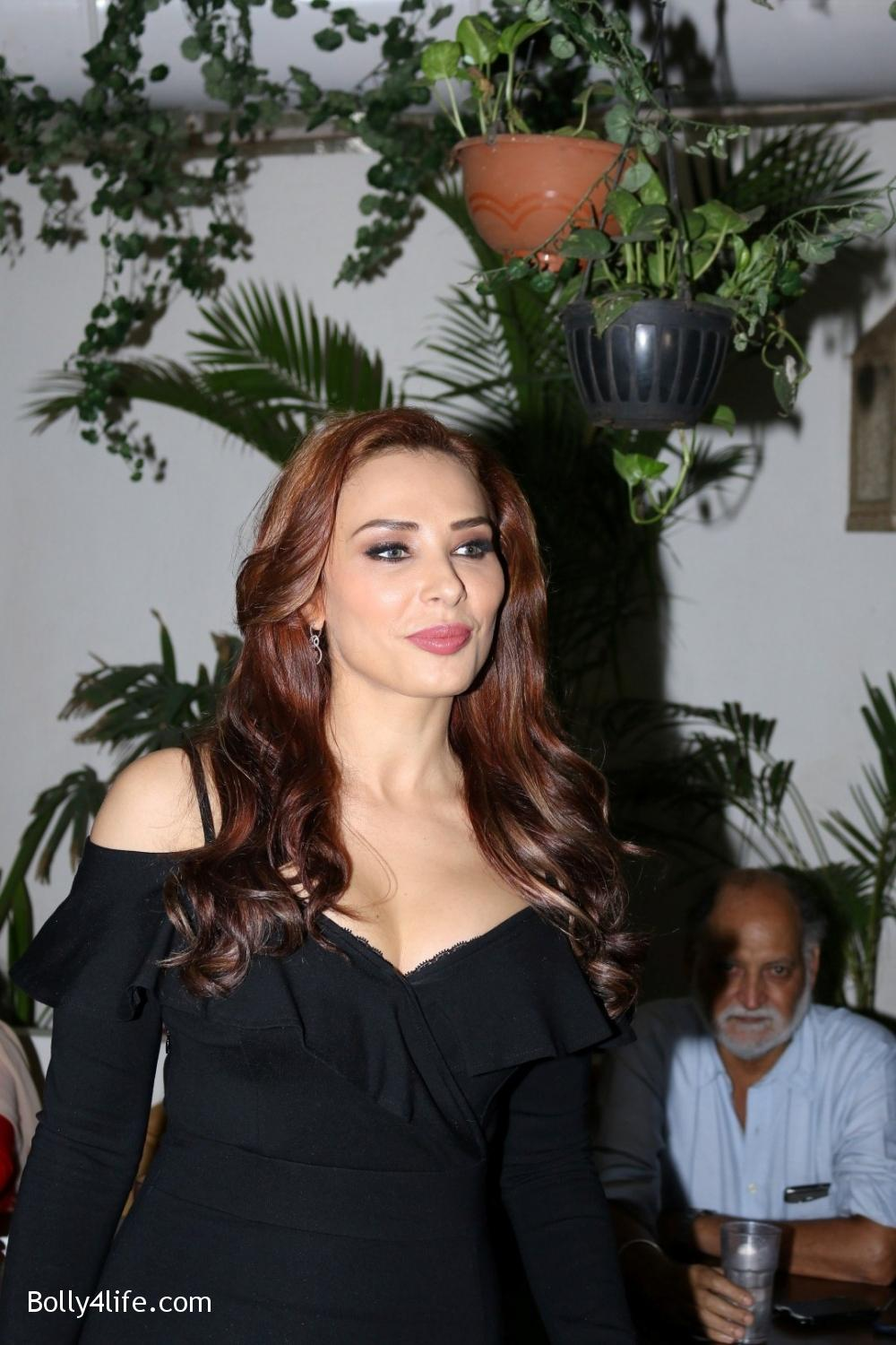 Salman-Khans-friend-Iulia-Vantur-during-teaser-launch-of-song-Every-Night-and-Day-14.jpg