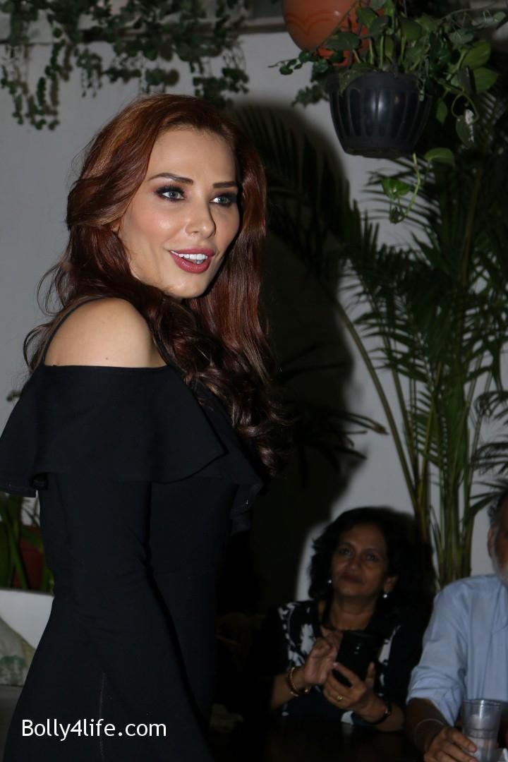 Salman-Khans-friend-Iulia-Vantur-during-teaser-launch-of-song-Every-Night-and-Day-15.jpg