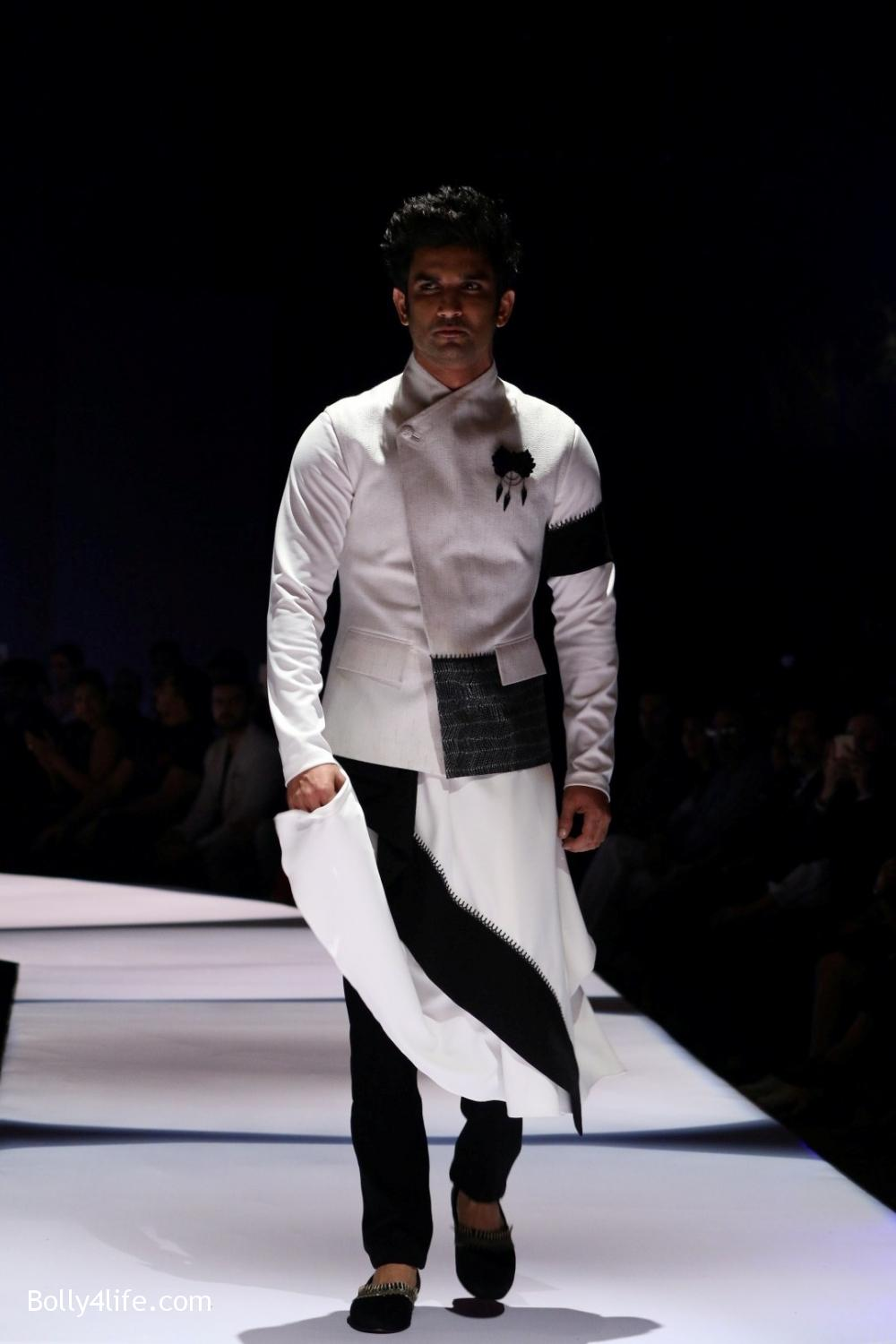 Sushant-Singh-Rajput-during-the-Van-Heusen-GQ-Fashion-Nights-in-Mumbai-1.jpg