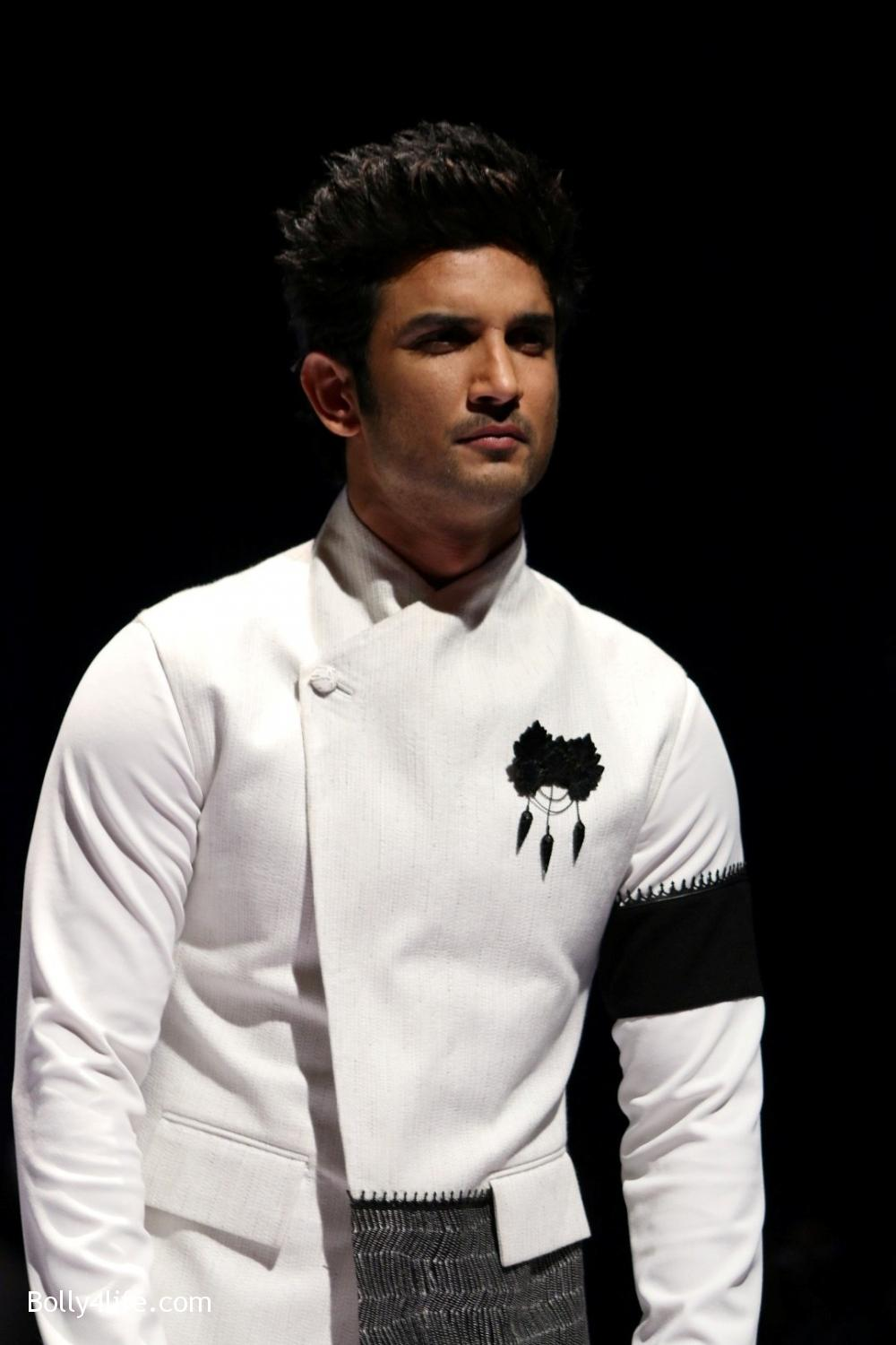 Sushant-Singh-Rajput-during-the-Van-Heusen-GQ-Fashion-Nights-in-Mumbai-2.jpg