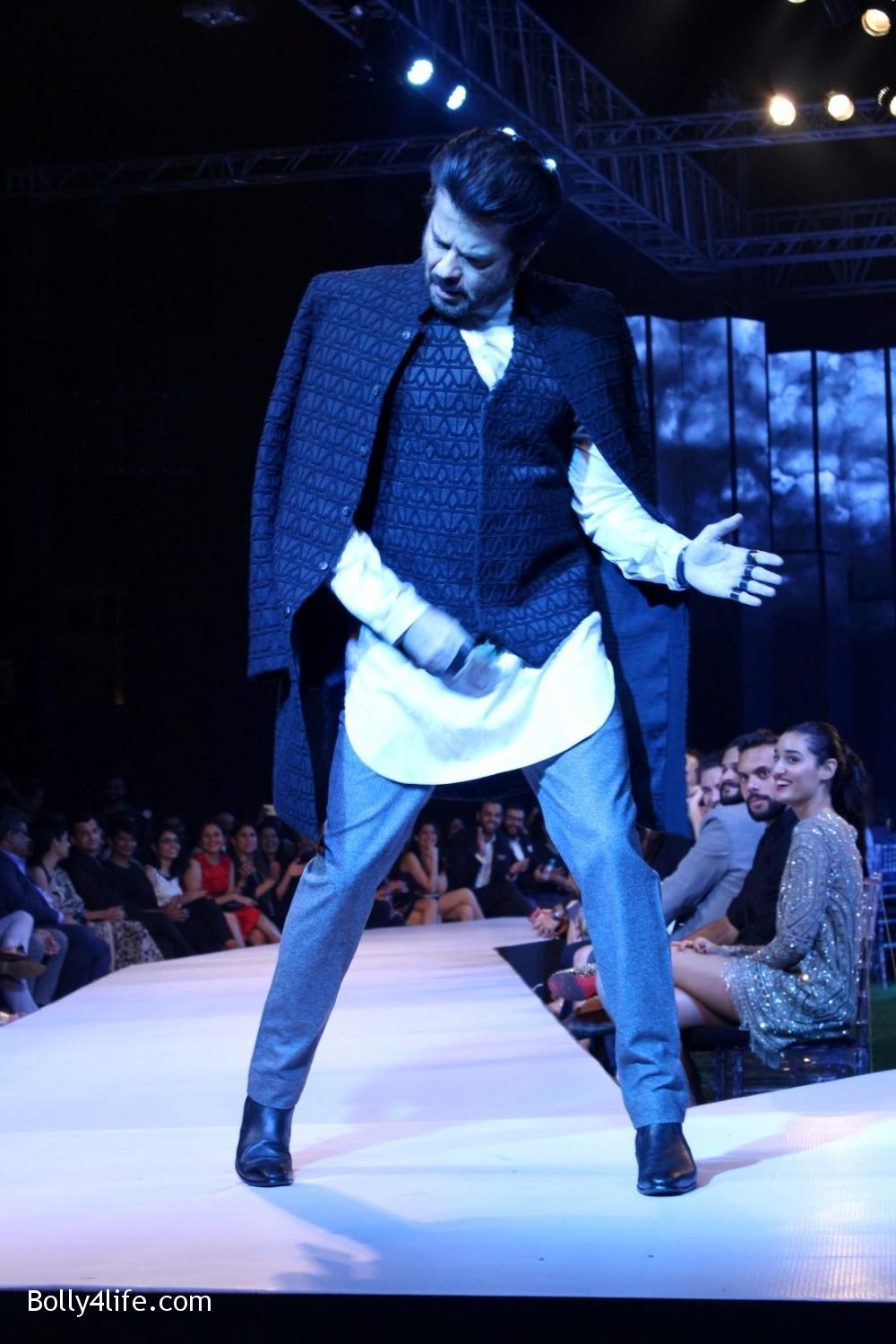 Anil-Kapoor-displays-the-creation-of-fashion-designer-Kunal-Rawal-3.jpg