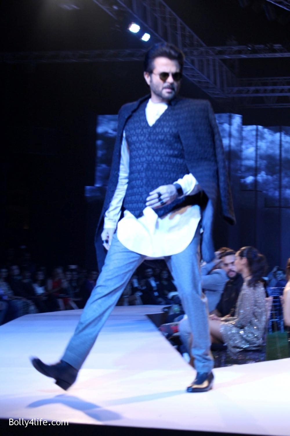 Anil-Kapoor-displays-the-creation-of-fashion-designer-Kunal-Rawal-6.jpg