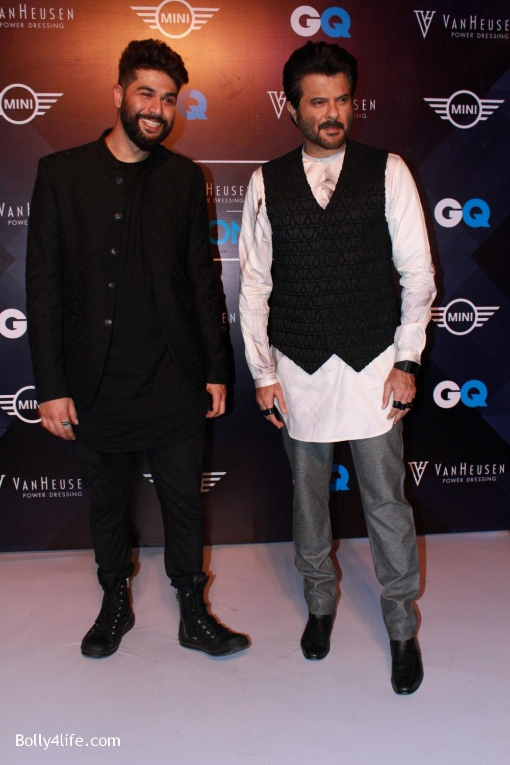 Anil-Kapoor-displays-the-creation-of-fashion-designer-Kunal-Rawal-10.jpg