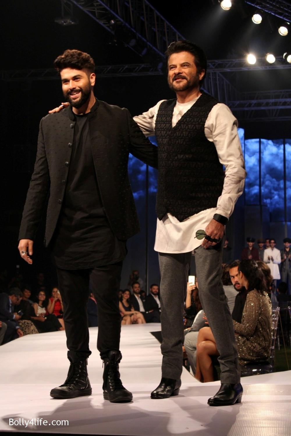 Anil-Kapoor-displays-the-creation-of-fashion-designer-Kunal-Rawal-11.jpg