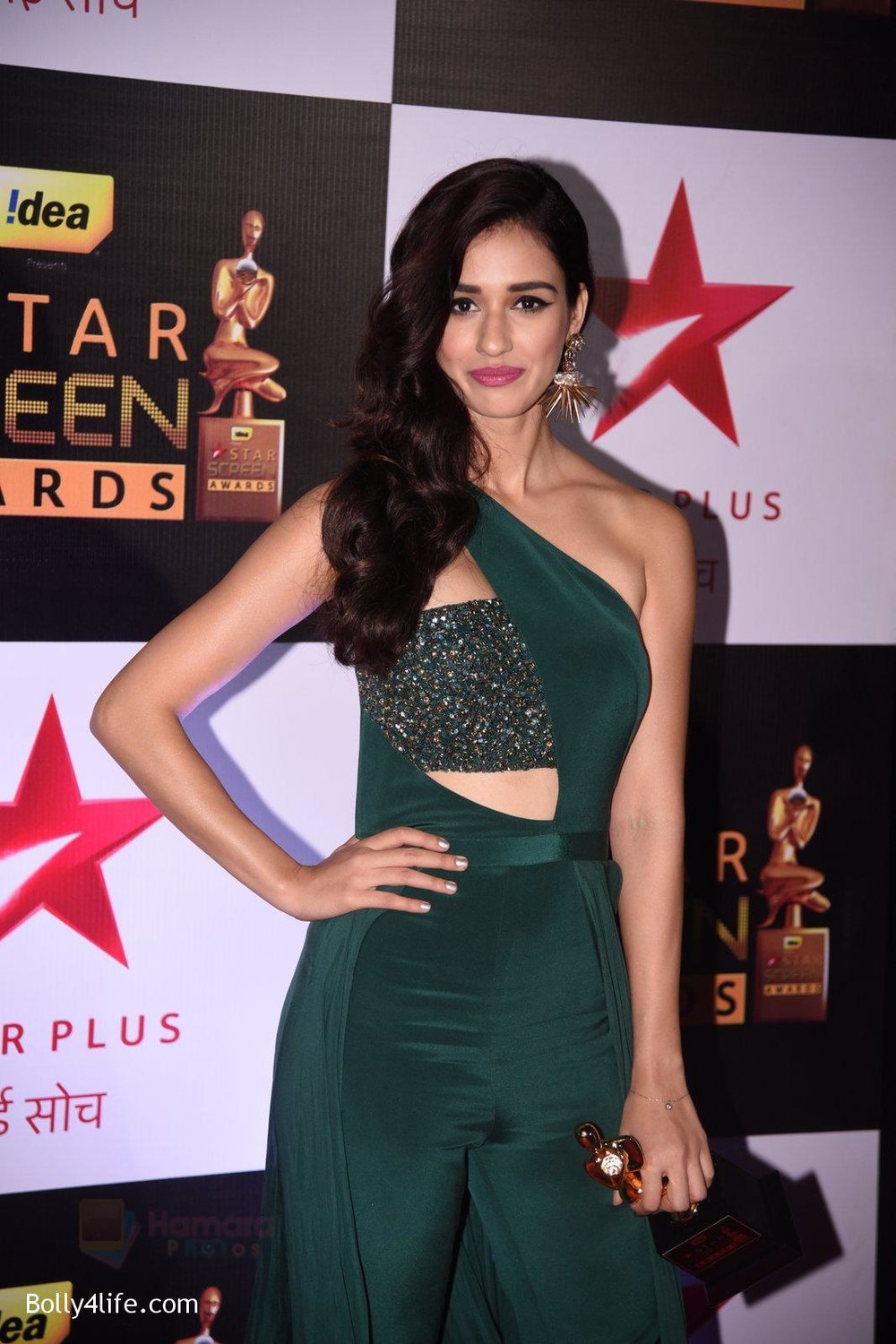 Disha-Patani-at-22nd-Star-Screen-Awards-2016-5.jpg