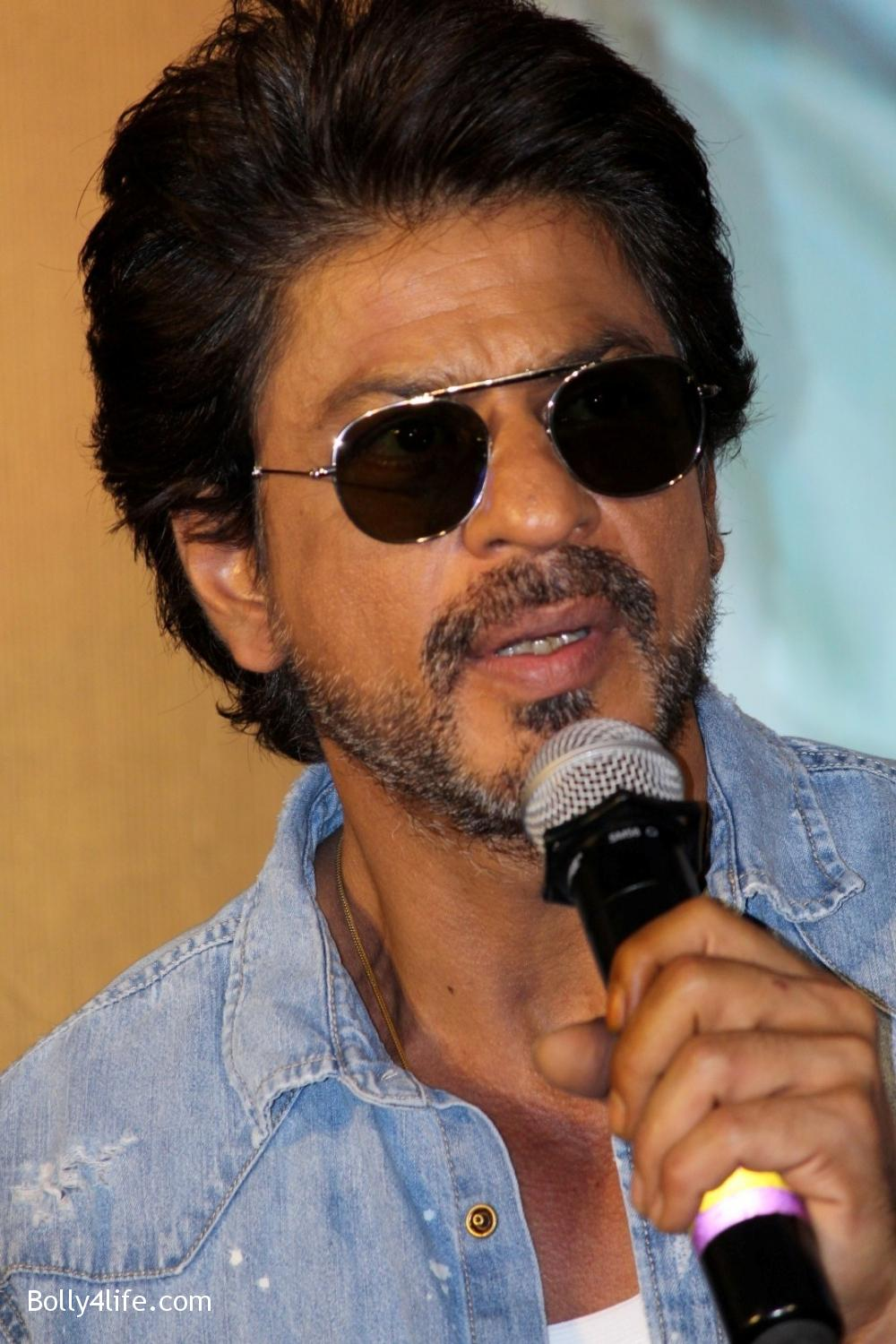 Trailer-launch-of-film-Raees-10.jpg