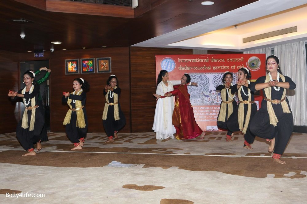 Aishwarya-Rai-Bachchan-during-49th-World-Congress-on-Dance-Research-3.jpg