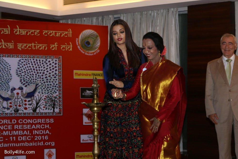 Aishwarya-Rai-Bachchan-during-49th-World-Congress-on-Dance-Research-17.jpg
