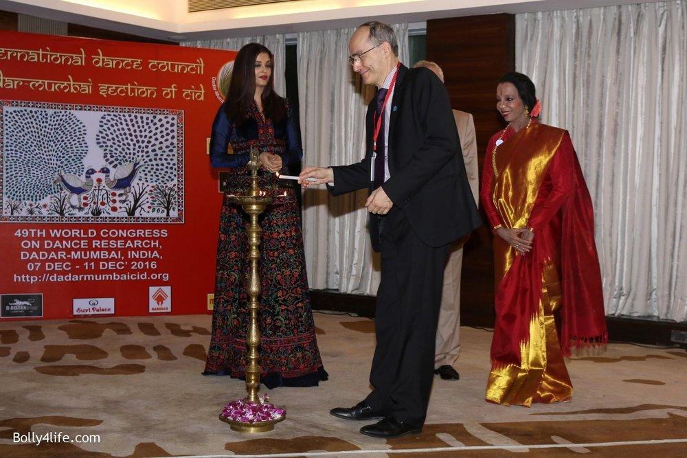 Aishwarya-Rai-Bachchan-during-49th-World-Congress-on-Dance-Research-23.jpg