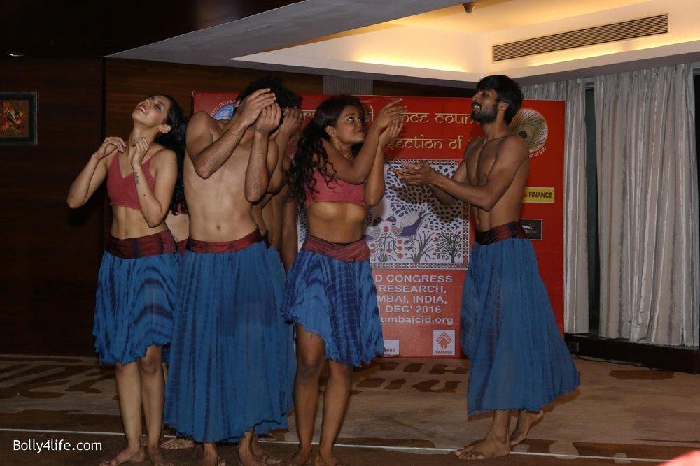 Aishwarya-Rai-Bachchan-during-49th-World-Congress-on-Dance-Research-27.jpg