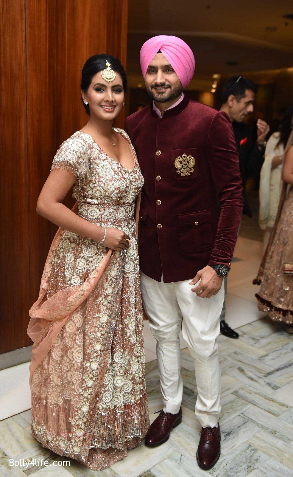 Bhajji-Geeta-Basra-at-Yuvraj-Singh-and-Hazel-Keech-Wedding-Reception-on-7th-Dec-2016.jpg
