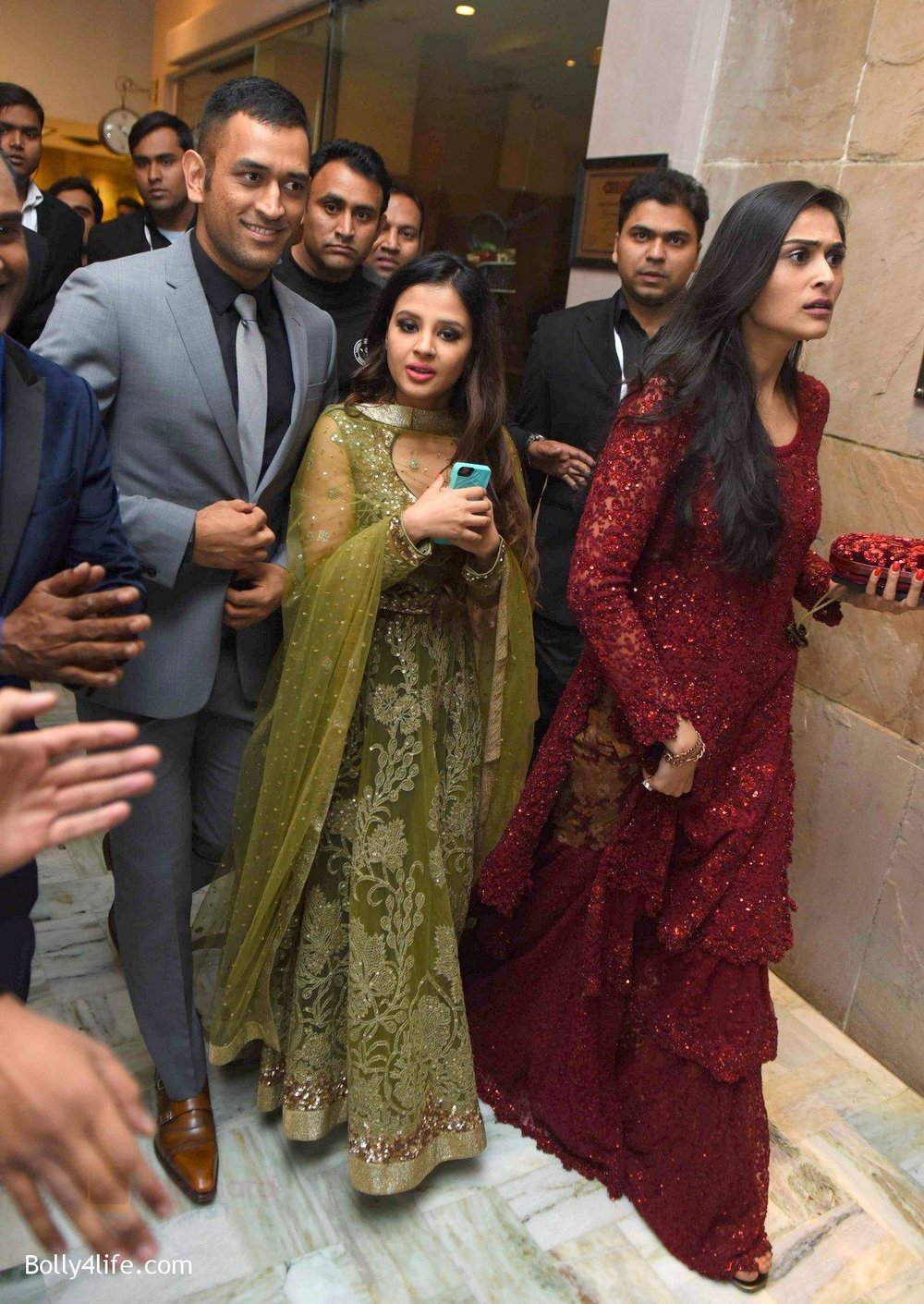 M-S-Dhoni-Shakshi-at-Yuvraj-Singh-and-Hazel-Keech-Wedding-Reception-on-7th-Dec-2016.jpg