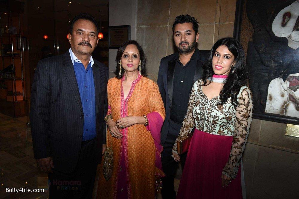 Madan-Lal-Family-at-Yuvraj-Singh-and-Hazel-Keech-Wedding-Reception-on-7th-Dec-2016.jpg