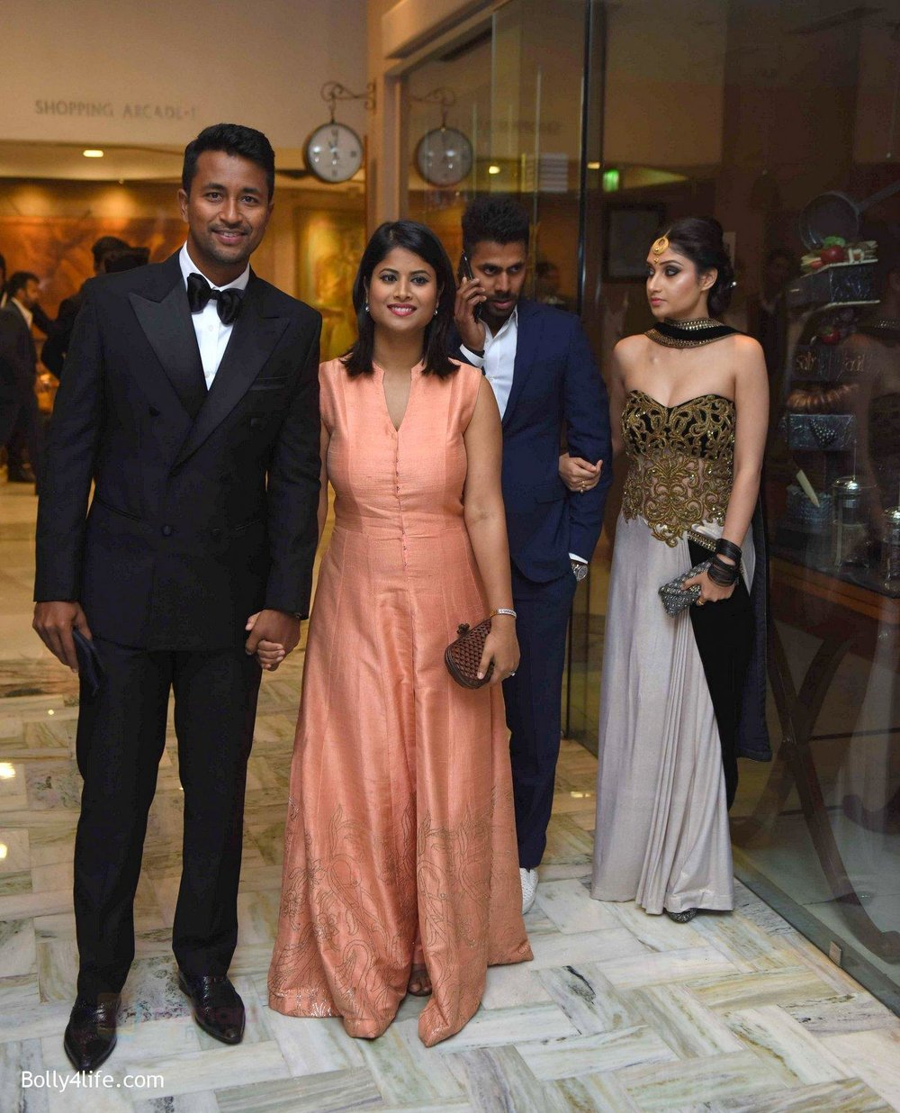 Ojha-Groupp-at-Yuvraj-Singh-and-Hazel-Keech-Wedding-Reception-on-7th-Dec-2016.jpg