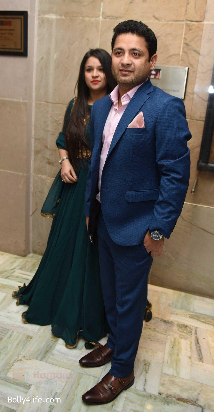 Piyush-Chawla-with-wife-at-Yuvraj-Singh-and-Hazel-Keech-Wedding-Reception-on-7th-Dec-2016.jpg