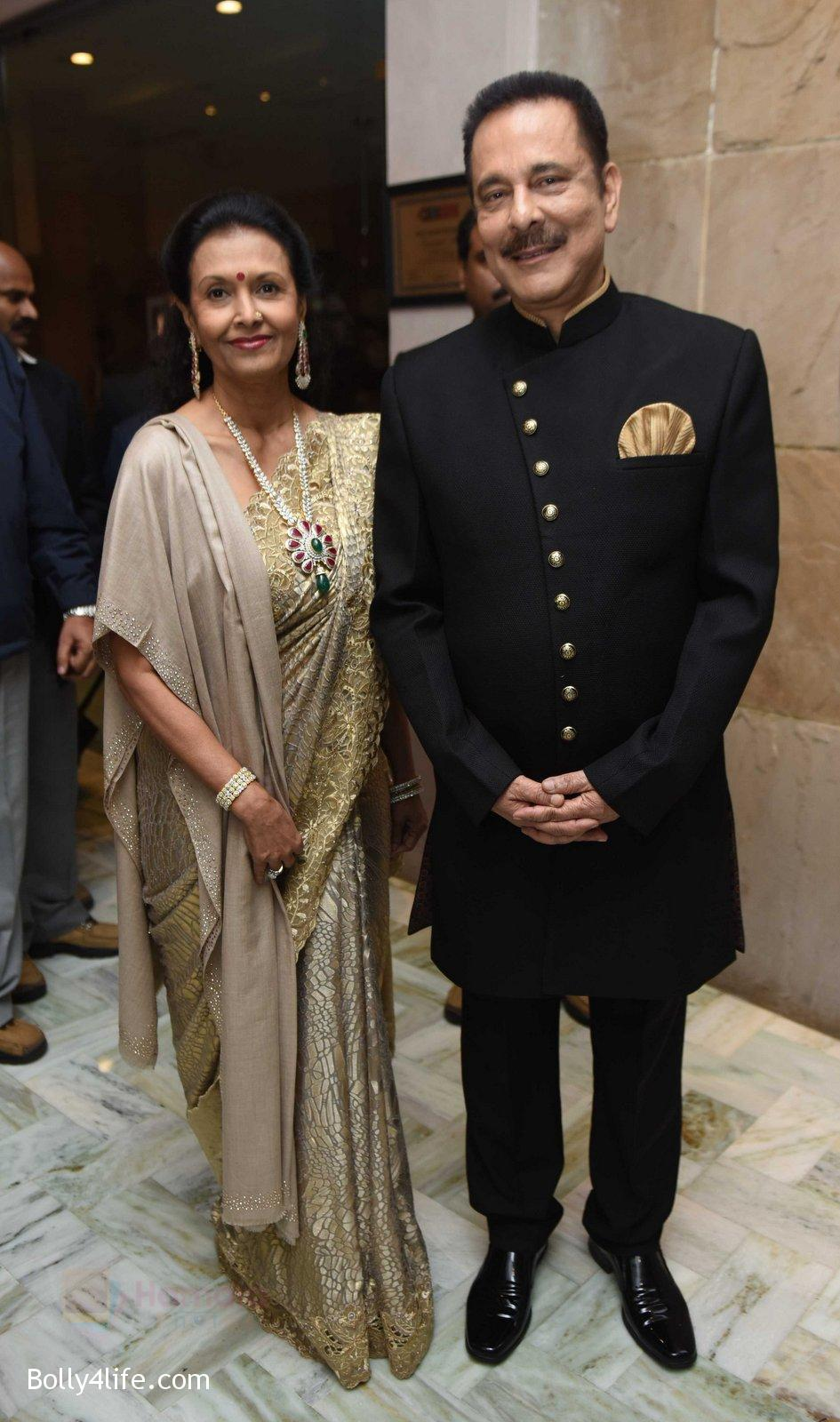 Subrat-Roy-with-wife-at-Yuvraj-Singh-and-Hazel-Keech-Wedding-Reception-on-7th-Dec-2016.jpg