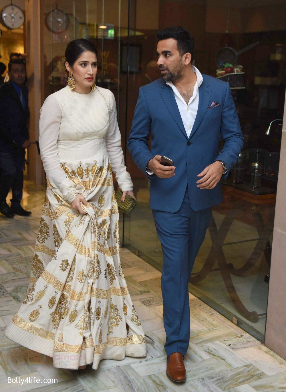 Zahir-Khan-Sagarika-Ghatge-at-Yuvraj-Singh-and-Hazel-Keech-Wedding-Reception-on-7th-Dec-2016.jpg