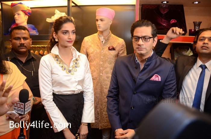 Sonam-Kapoor-Launches-Raghavendra-Rathore-Store-2.jpg