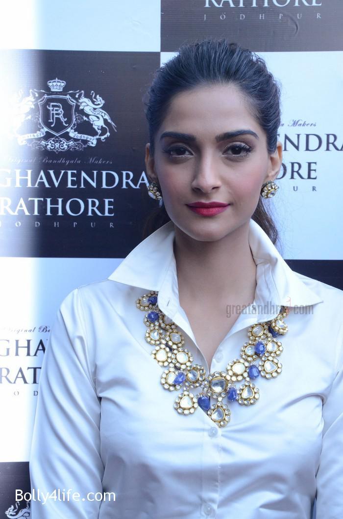 Sonam-Kapoor-Launches-Raghavendra-Rathore-Store-3.jpg
