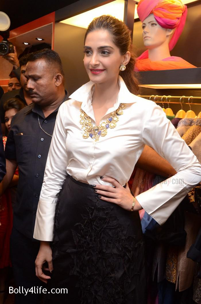 Sonam-Kapoor-Launches-Raghavendra-Rathore-Store-13.jpg