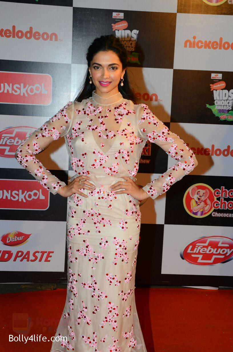 Deepika-Padukone-at-Nickelodeons-Kids-Choice-Awards-1.jpg