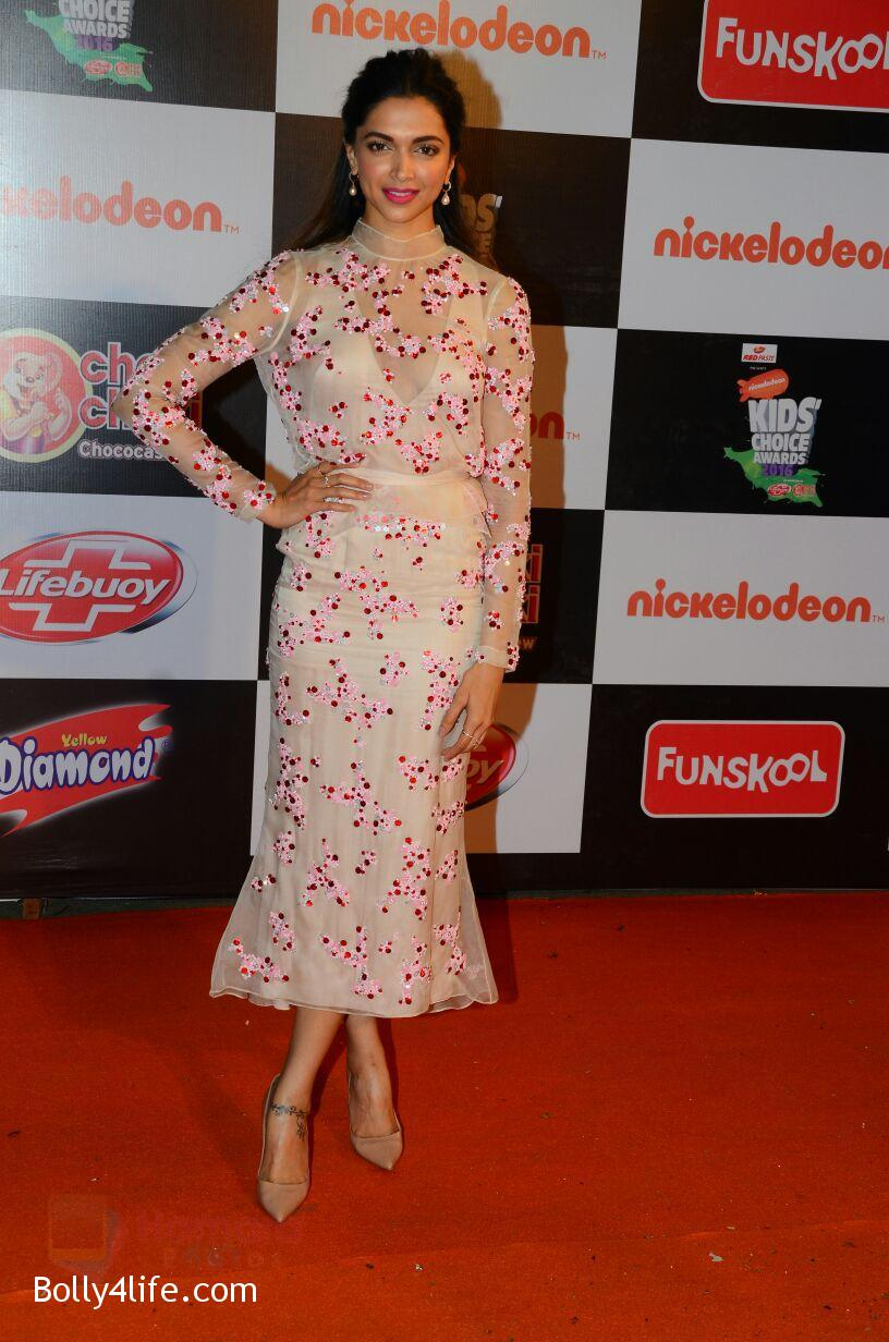Deepika-Padukone-at-Nickelodeons-Kids-Choice-Awards-6.jpg