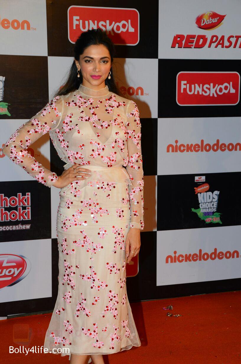 Deepika-Padukone-at-Nickelodeons-Kids-Choice-Awards-7.jpg