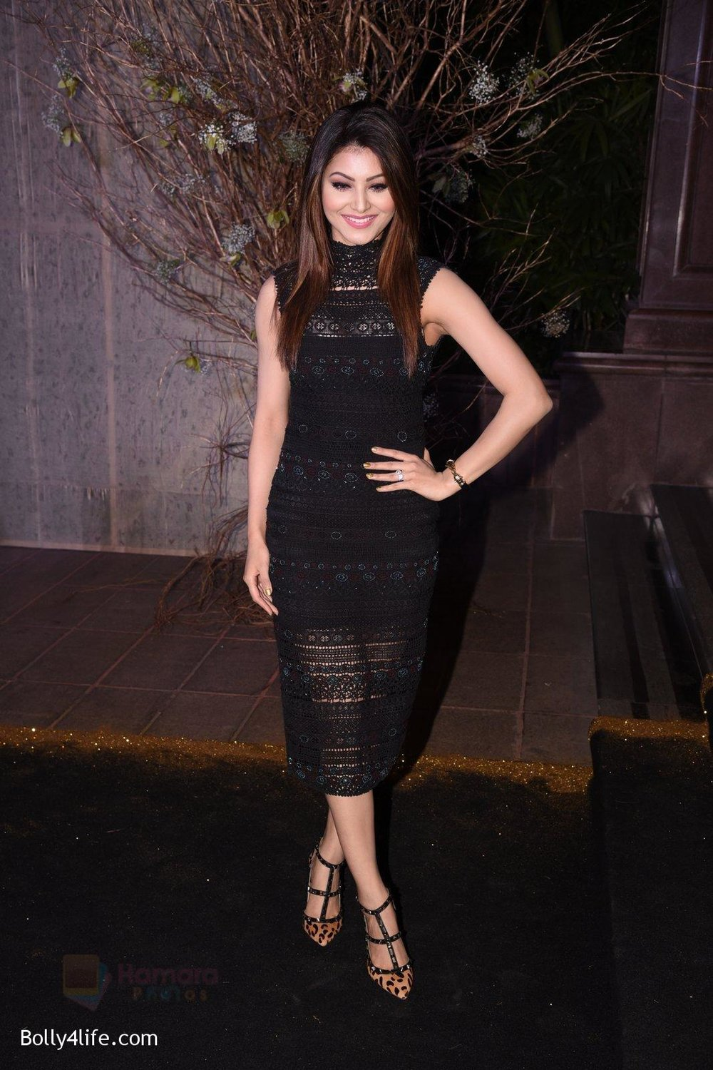 Urvashi-Rautela-at-Manish-Malhotra�s-50th-birthday-bash-hosted-by-Karan-Johar-1.jpg