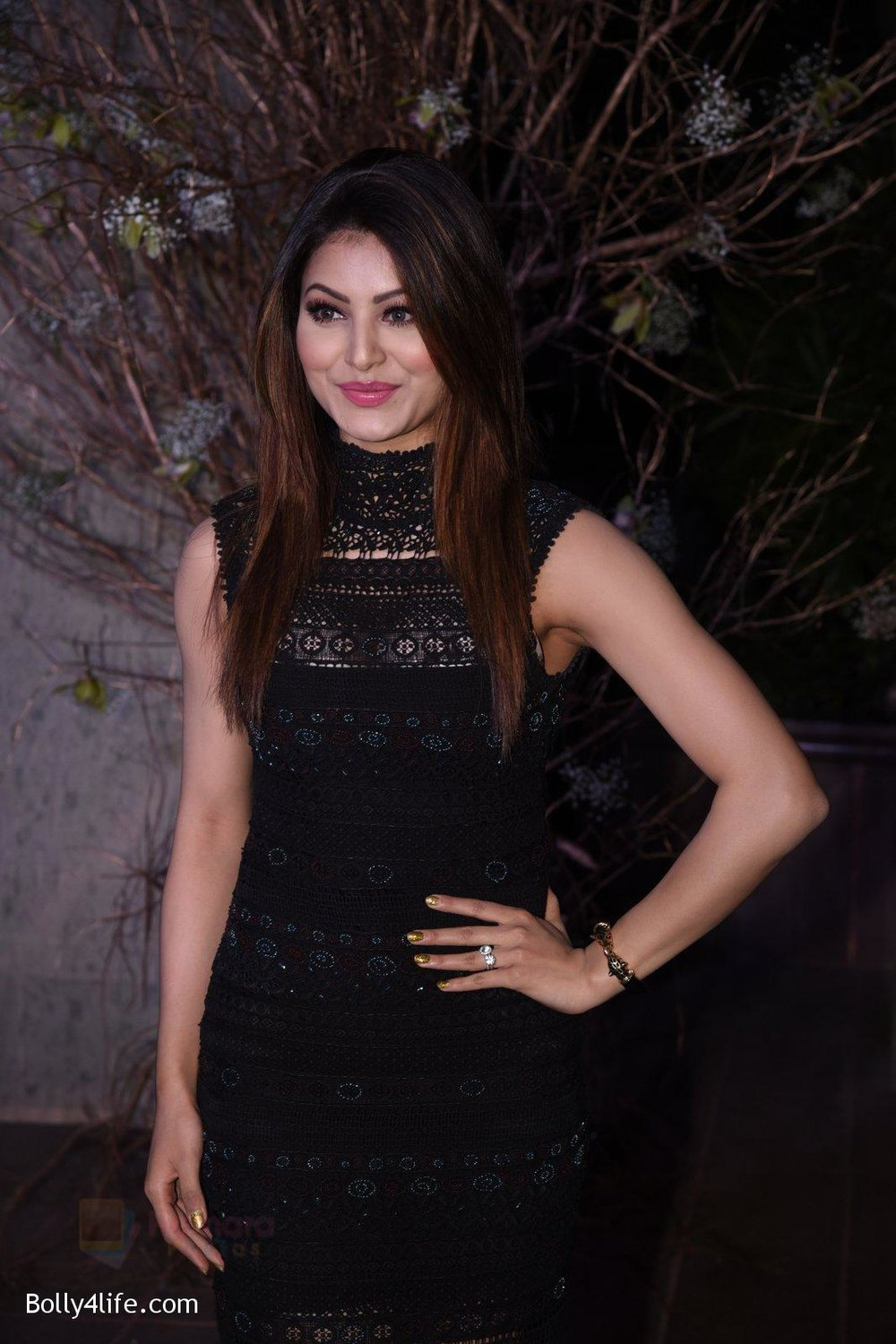 Urvashi-Rautela-at-Manish-Malhotra�s-50th-birthday-bash-hosted-by-Karan-Johar-2.jpg