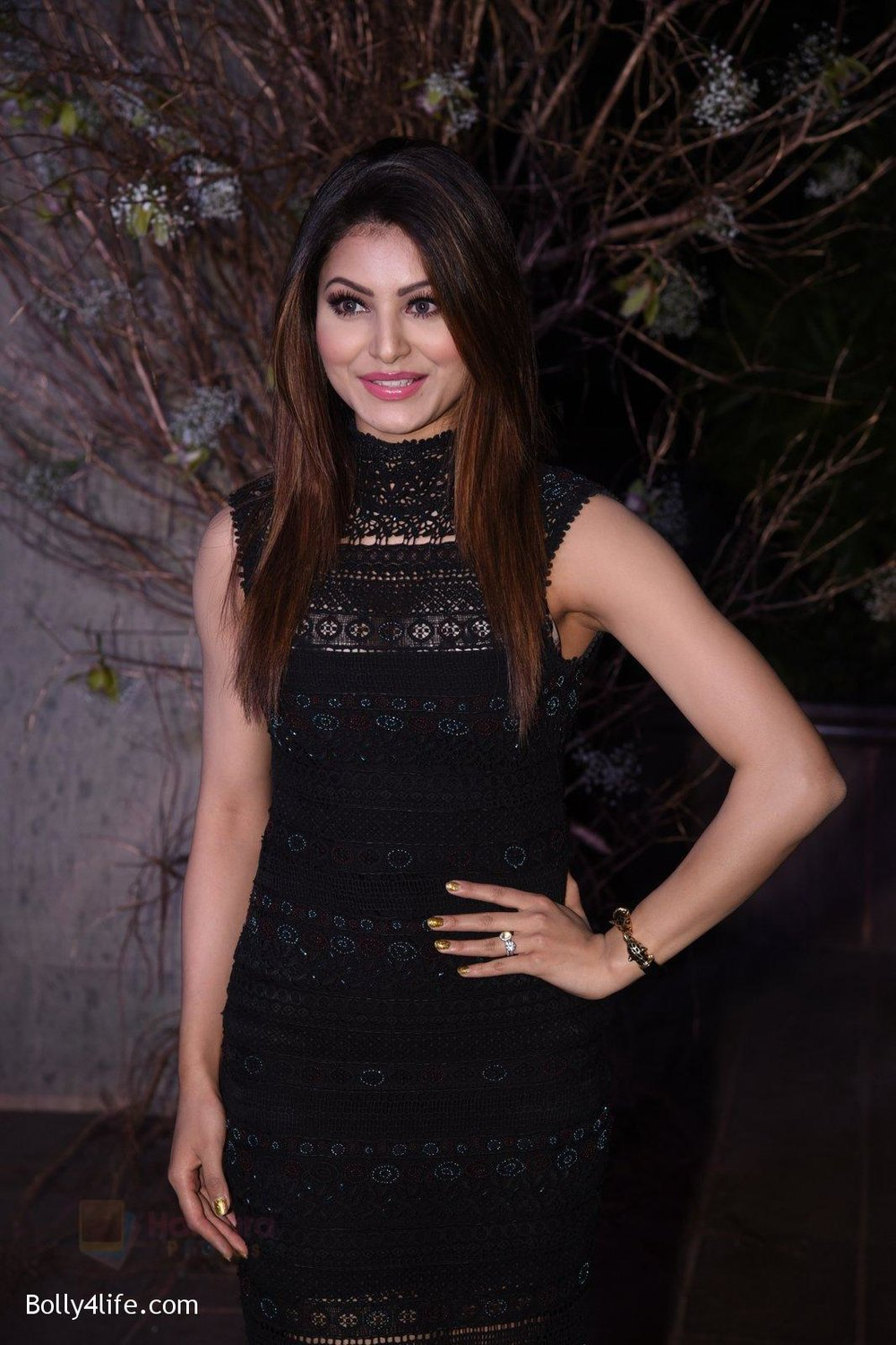 Urvashi-Rautela-at-Manish-Malhotra�s-50th-birthday-bash-hosted-by-Karan-Johar-5.jpg