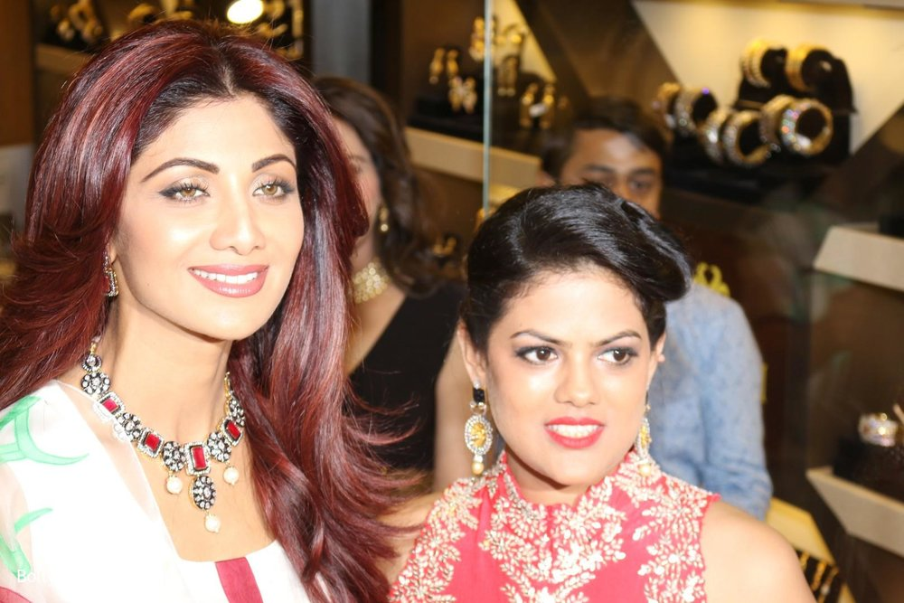 Shilpa-Shetty-inaugurates-jewellery-showroom-of-Varti-Jewells-3.jpg