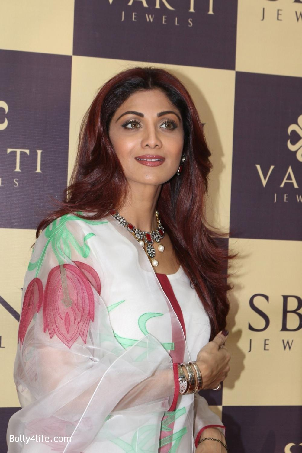 Shilpa-Shetty-inaugurates-jewellery-showroom-of-Varti-Jewells-4.jpg