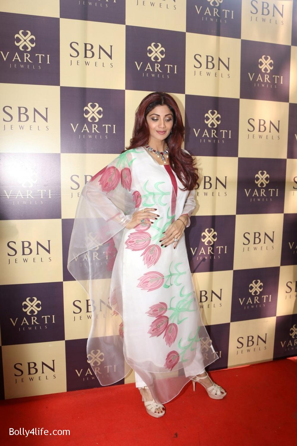 Shilpa-Shetty-inaugurates-jewellery-showroom-of-Varti-Jewells-5.jpg