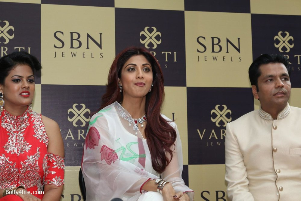 Shilpa-Shetty-inaugurates-jewellery-showroom-of-Varti-Jewells-10.jpg