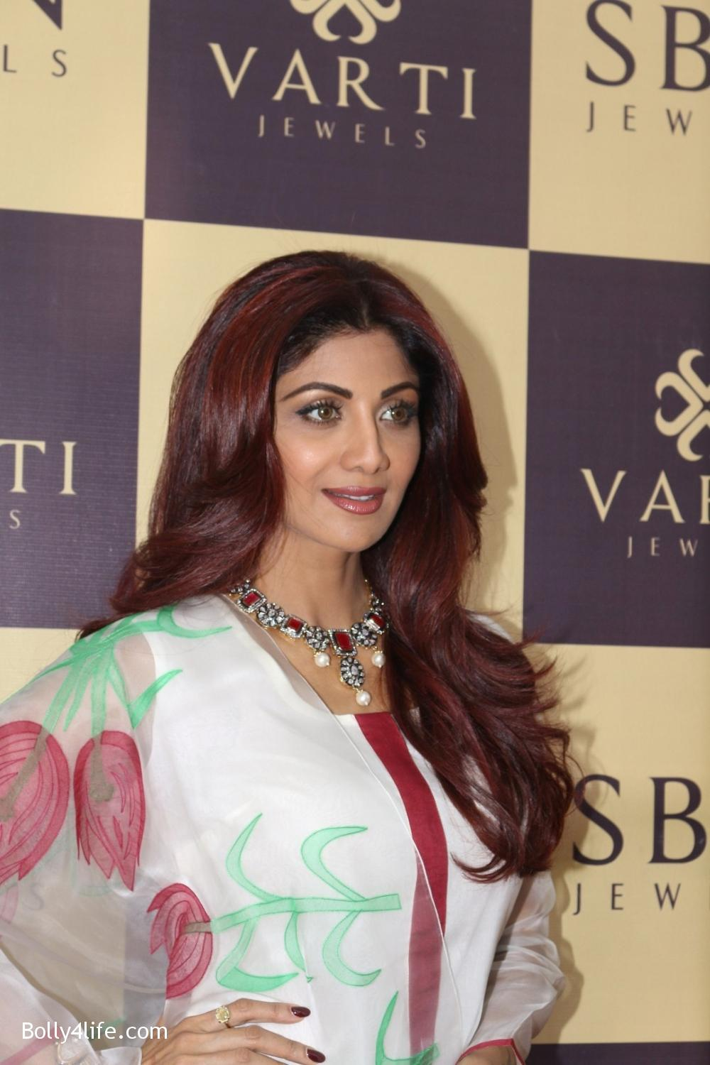 Shilpa-Shetty-inaugurates-jewellery-showroom-of-Varti-Jewells-11.jpg