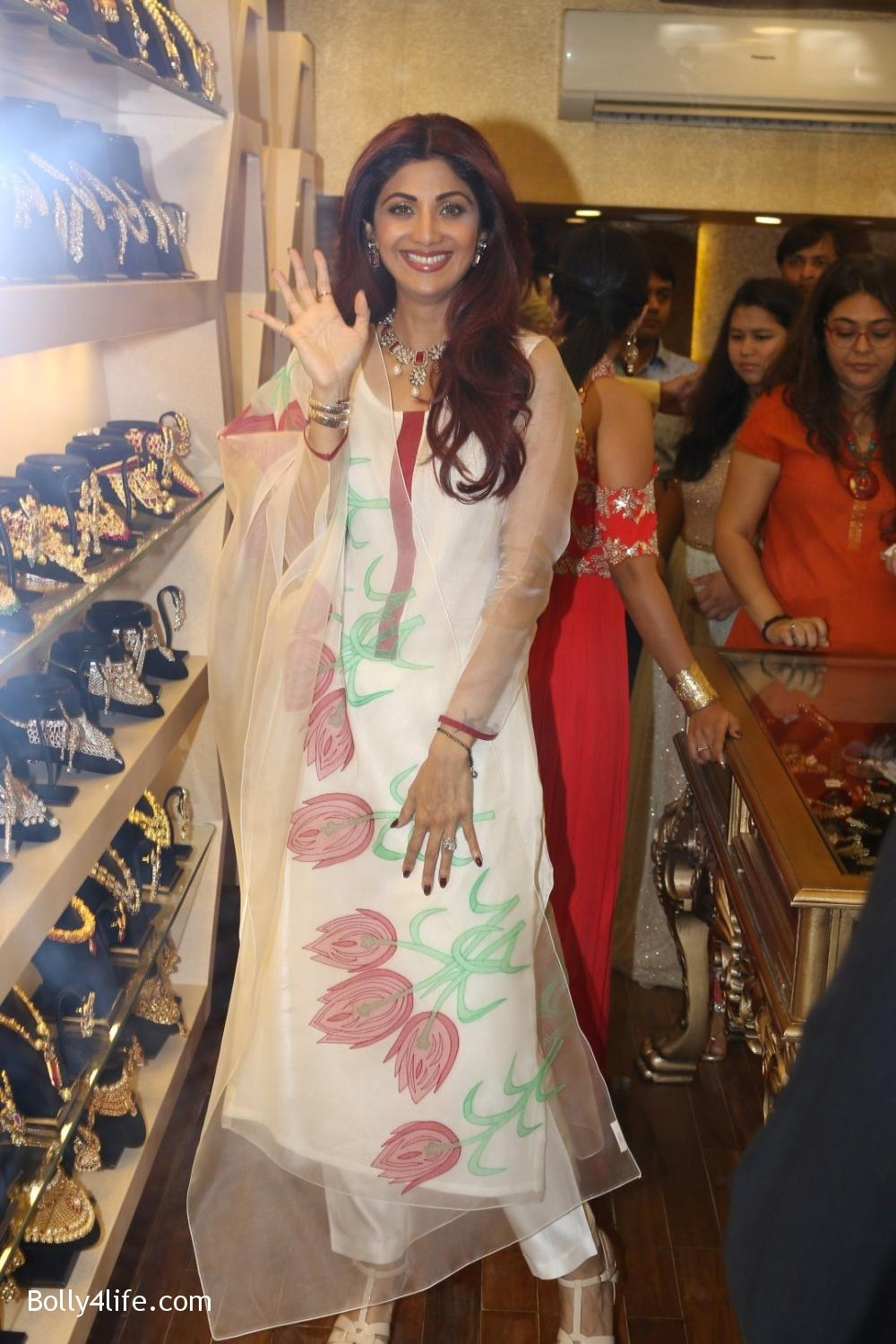 Shilpa-Shetty-inaugurates-jewellery-showroom-of-Varti-Jewells-16.jpg