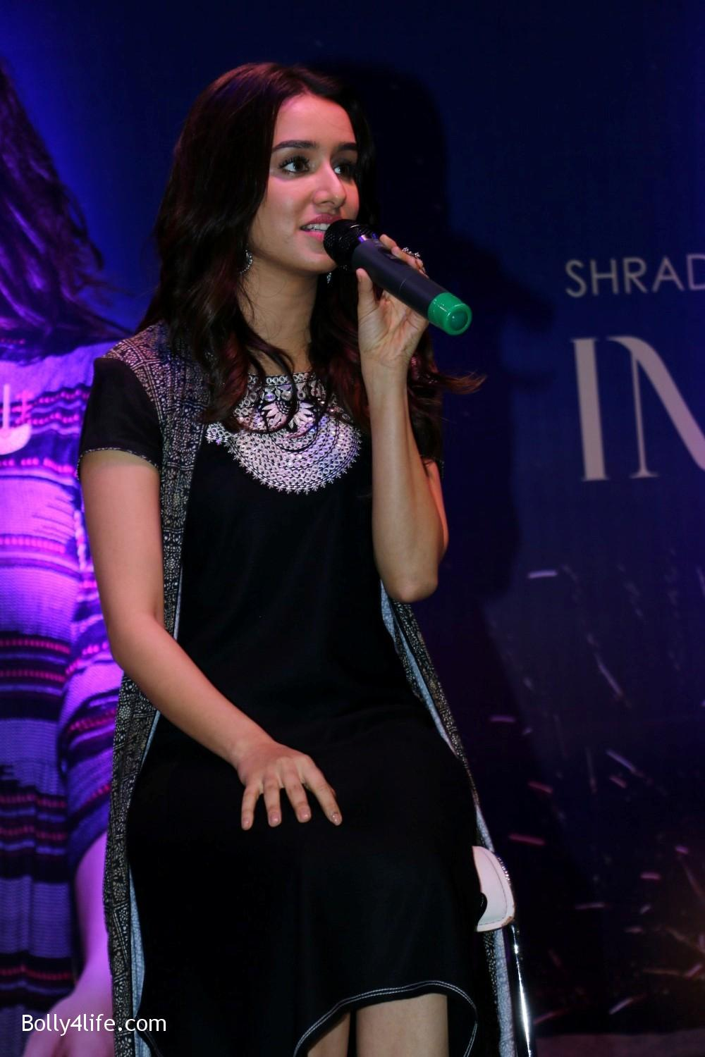 Shraddha-Kapoor-during-the-Enthnic-Wear-store-launch-11.jpg