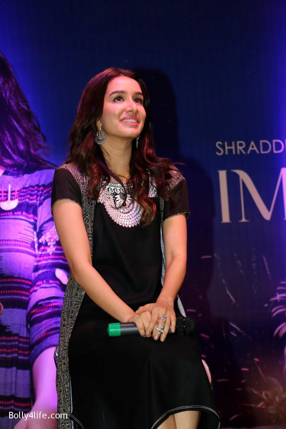 Shraddha-Kapoor-during-the-Enthnic-Wear-store-launch-12.jpg