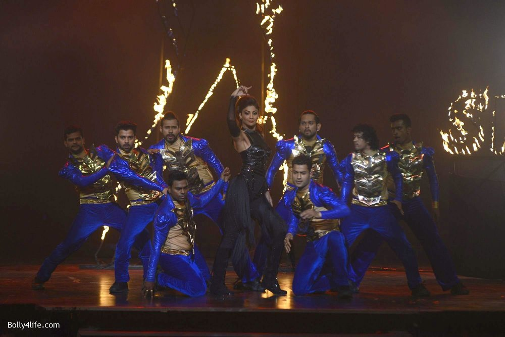 Shilpa-Shetty-perform-at-Sony-TV-reality-show-Super-Dancer-Finale-in-Mumbai-1.jpg