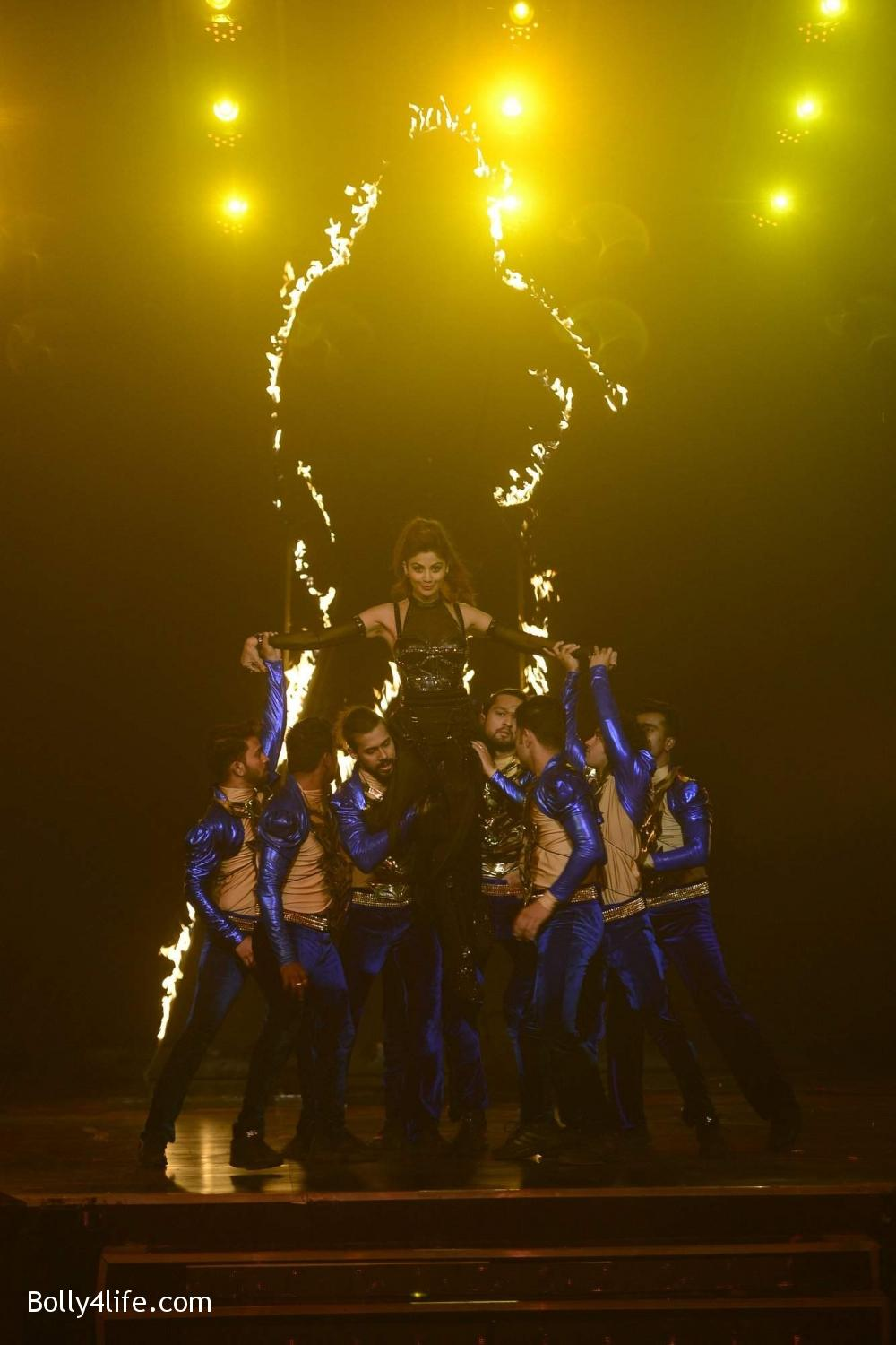 Shilpa-Shetty-perform-at-Sony-TV-reality-show-Super-Dancer-Finale-in-Mumbai-4.jpg