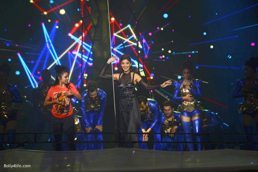 Shilpa-Shetty-perform-at-Sony-TV-reality-show-Super-Dancer-Finale-in-Mumbai-5.jpg
