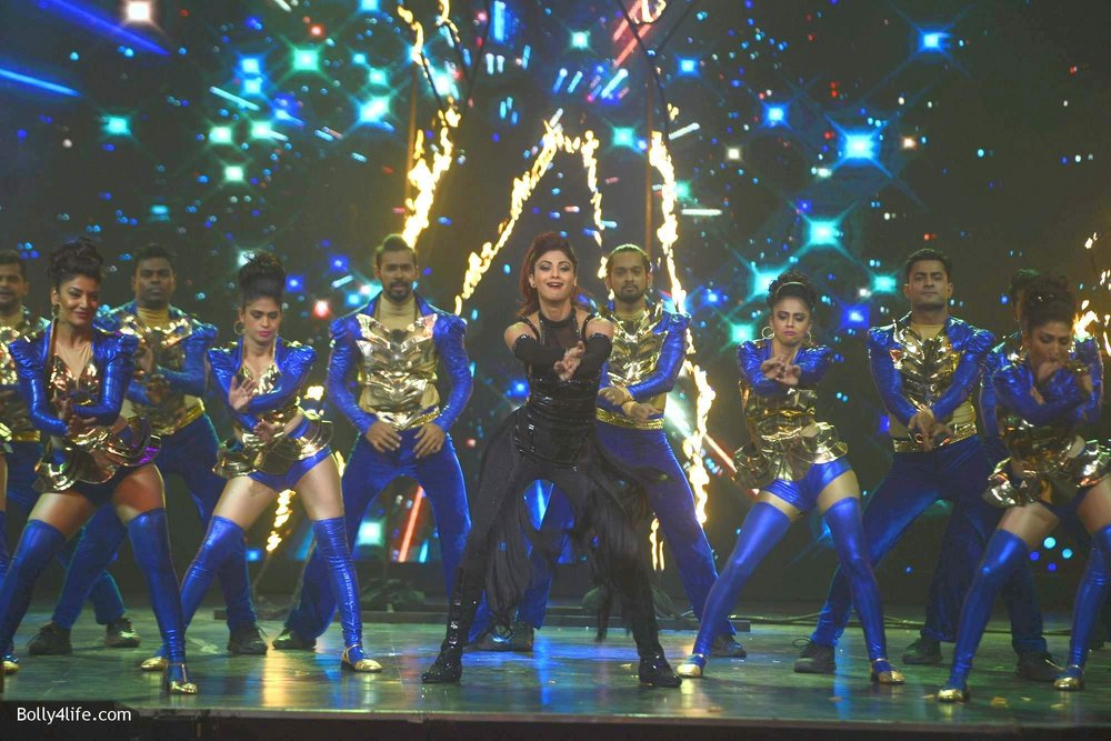 Shilpa-Shetty-perform-at-Sony-TV-reality-show-Super-Dancer-Finale-in-Mumbai-9.jpg