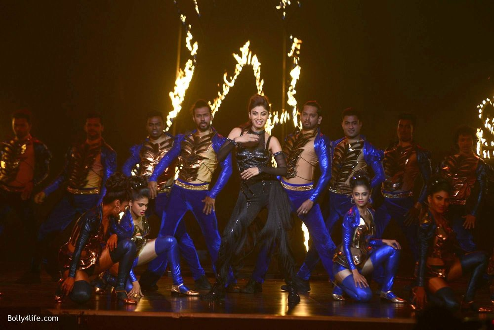 Shilpa-Shetty-perform-at-Sony-TV-reality-show-Super-Dancer-Finale-in-Mumbai-12.jpg