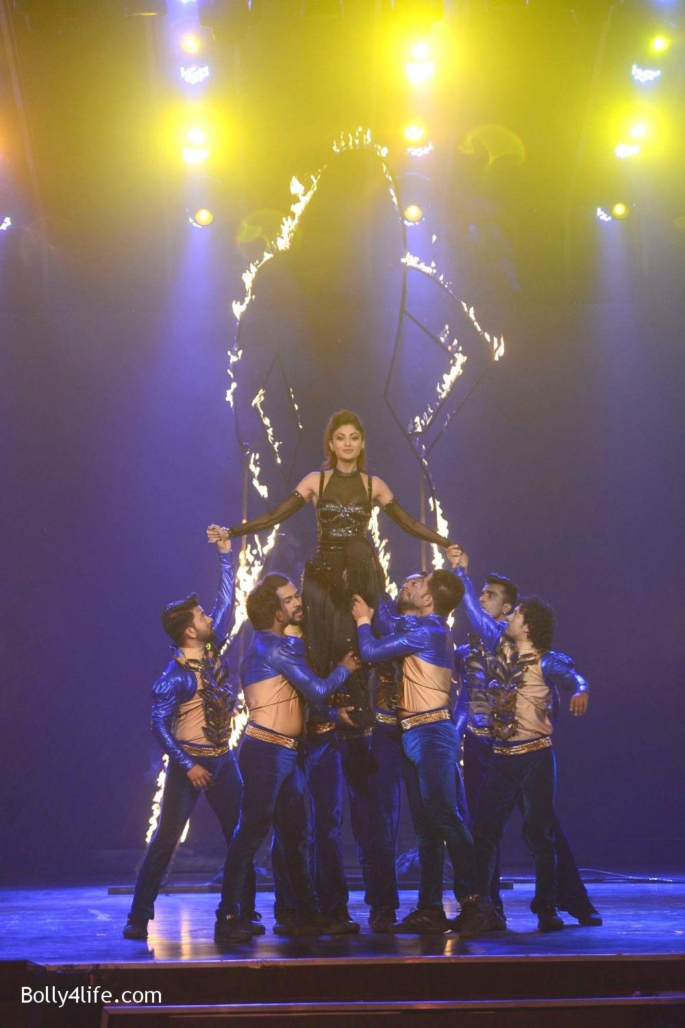 Shilpa-Shetty-perform-at-Sony-TV-reality-show-Super-Dancer-Finale-in-Mumbai-13.jpg