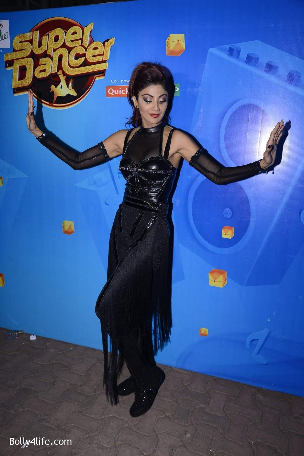 Shilpa-Shetty-perform-at-Sony-TV-reality-show-Super-Dancer-Finale-in-Mumbai-14.jpg
