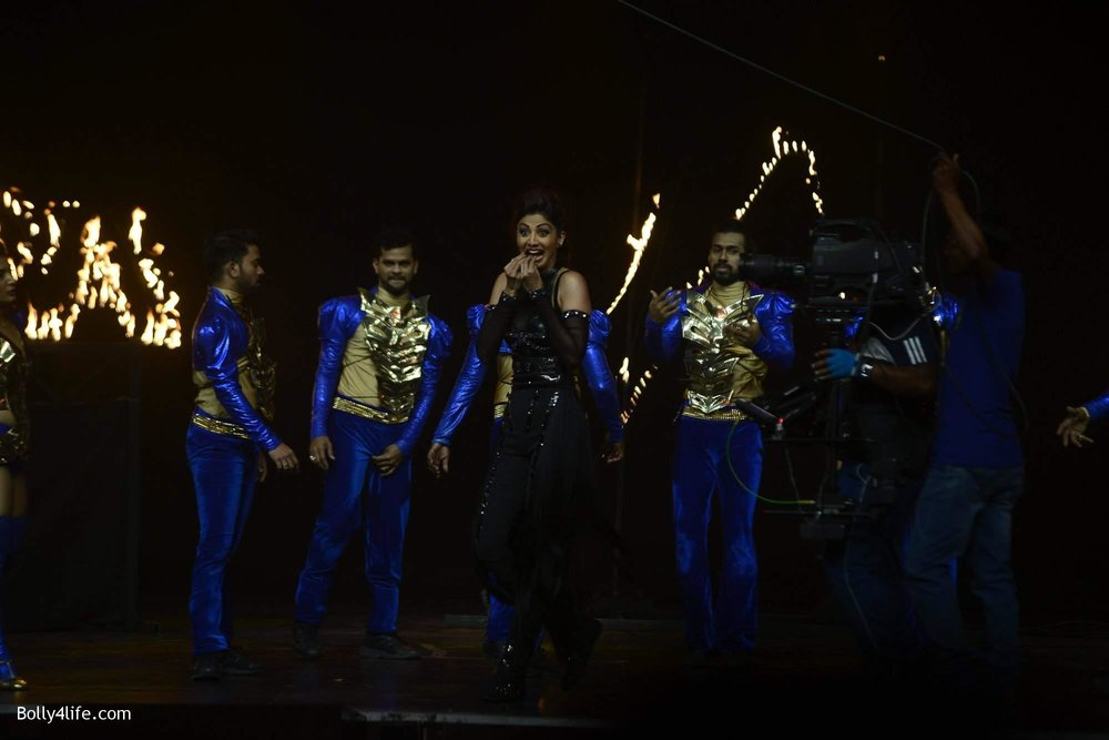 Shilpa-Shetty-perform-at-Sony-TV-reality-show-Super-Dancer-Finale-in-Mumbai-17.jpg