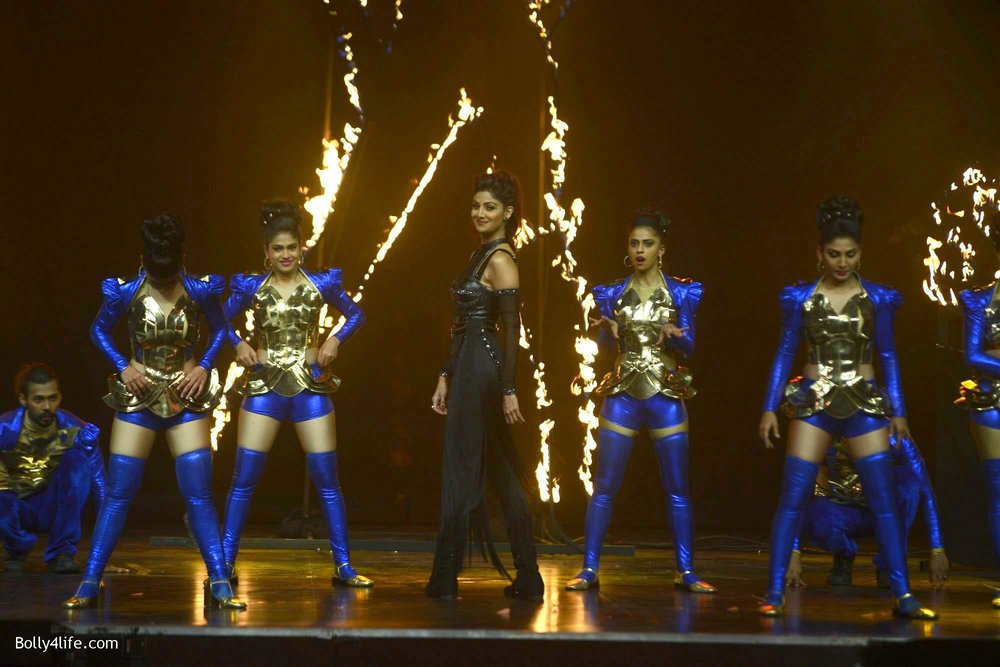 Shilpa-Shetty-perform-at-Sony-TV-reality-show-Super-Dancer-Finale-in-Mumbai-21.jpg