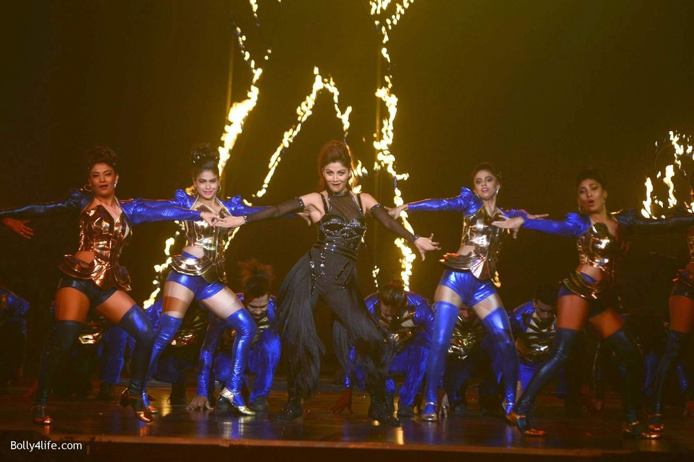Shilpa-Shetty-perform-at-Sony-TV-reality-show-Super-Dancer-Finale-in-Mumbai-22.jpg